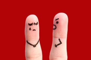 Finger-Art-Couple-Fighting